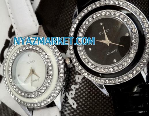 خرید اینترنتی ساعت دخترانه مارک گوچی GUCCI   فروش پستی ساعت زنانه دور نگین بند چرمی